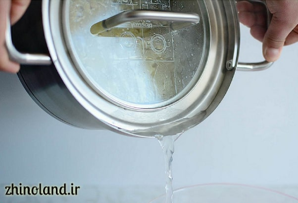 آبکشی کردن ماکارونی