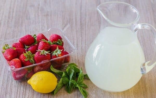 مواد لازم برای لیموناد خوشمزه با توت فرنگی